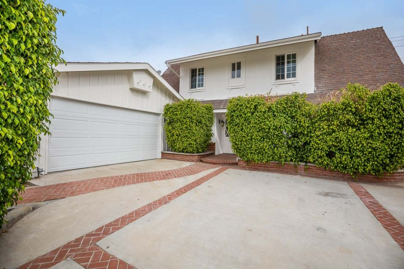 Just Sold! Central Simi Valley 2-Story Kingspark Home